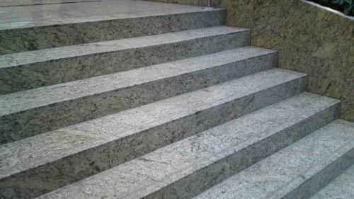 Žulové schodisko