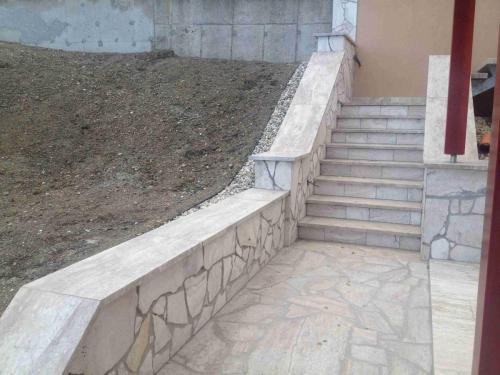 Travertínové schodisko